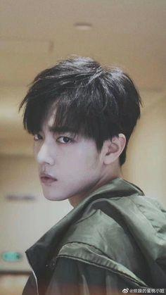 Love, Pride and Regrets [YiZhan] FanFiction - Chapter 11 Cute Asian Guys, Asian Boys, Asian Men, Beautiful Men, Beautiful People, Chinese Boy, Chinese Candy, Actors, Man Photo