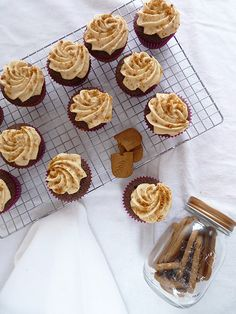 Cupcake au chocolat et spéculoos Creme Speculoos, Muffins, Cupcakes, Crepes, Desserts, Mascarpone, Shortbread, Good Food, Tailgate Desserts