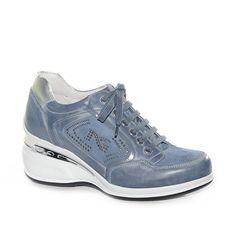 Sneakers con zeppa media in pelle e tessuto avio.