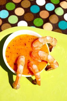 Te invitamos a saborear esta receta de camarones con una deliciosa salsa de mango picosita. Come sin culpas!