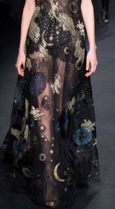 Fashion haute couture high fashion embroidery planets moon stars space mistical see through skirt black witch witches magic Fashion Details, Look Fashion, Runway Fashion, High Fashion, Fashion Design, Fashion Fall, Feminine Fashion, Dress Fashion, Womens Fashion