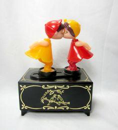 Wind Up Kissing Boy and Girl Music Box Vintage Trinket Stash