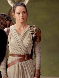 """Women of Star Wars — daisyridleyupdated: """"Rey's parents left her at Rey Cosplay, Cosplay Costumes, Rey Star Wars, Star Wars Art, Star Wars Collection, Movie Collection, Rey Daisy Ridley, Happy 25th Birthday, Jedi Costume"""