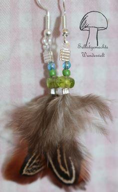 #handmade: #ohrringe aus #federn mit #perlen in #grün zum #verkaufen :)  Gemacht von mir: #selbstgemachtewunderwelt