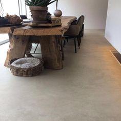 De #unieke #kleur van deze #betoncire #pro #smeervloer geeft een #luxe en #moderne uitstraling aan dit prachtige #project te #amsterdam #bcdesign #gietvloer Houses In France, Home Greenhouse, Polished Concrete, Floor Finishes, Grey Flooring, Loft, Concrete Floors, Dinner Table, Interior Decorating