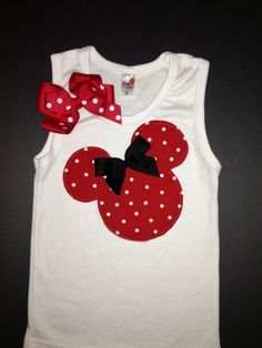 Camisola de alças vermelha e diminuta de Minnie Mouse Regata por kWilhelmina - Декор - Camisetas Sewing For Kids, Baby Sewing, Diy For Kids, Disney Outfits, Kids Outfits, Disney Shirts, Minnie Mouse Shirts, Sewing Shirts, Disney Crafts