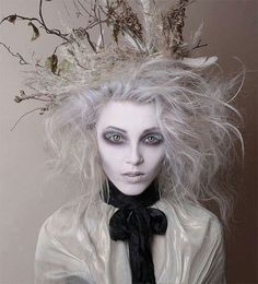 Halloween costumes will not be enough to bring Halloween looks. You obviously need hairstyles to match your dress for the event. Get these fresh and crazy Halloween hairstyles Makeup Clown, Ghost Makeup, Costume Makeup, Fx Makeup, Demon Makeup, Hair Makeup, Costume Halloween, Halloween Makeup Looks, Easy Halloween