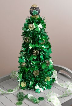 When I spied this St. Patrick's Day garland in a discount store, I knew it was the start of a super-easy St. Patricks' Day Topiary. (Remember my Mardi Gras Feather Boa Wreath? I had a similar idea ...