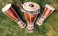 Un tambor Batá es un tambor de doble parche, tallado en madera con forma de reloj de arena con un cono más largo que el otro. Este instrumento de percusión es usado primordialmente para propósitos religiosos o semi-religiosos de la cultura yoruba, localizada en Nigeria, así como adoradores de la Santería en Cuba, Puerto Rico y los Estados Unidos. También se usa con fines únicamente musicales.