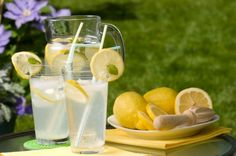 Inspired by a recipe developed by Linda Dowling from the Happy Valley Lavender Farm in Metchosin, BC. How To Make Lemonade, Homemade Lemonade, Lemonade 6, Happy Valley, Epicure Recipes, Stem Challenge, Lemon Water, Mojito, Diy Food