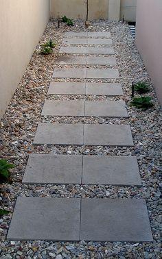 Backyard stepping stone walkway ideas for your garden Rock Walkway, Front Yard Walkway, Stepping Stone Walkways, Gravel Walkway, Backyard Projects, Outdoor Projects, Backyard Designs, Backyard Ideas, Paving Ideas