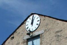 Cadran Bodet installé sur la façade de la Mairie de Senaux (81), Languedoc-Roussillon-Midi-Pyrénées.