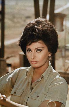 Sophia Loren Carlo Ponti, Diana Spencer, Classic Hollywood, Old Hollywood, Loren Sofia, Divas, Sophia Loren Images, World Most Beautiful Woman, Claudia Cardinale