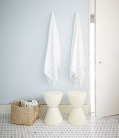 Un mur bleu pâle est une façon élégante d'ajouter un peu de couleur à votre déco. Découvrez plus d'idées pour décorer avec des couleurs pastel en visitant notre article.