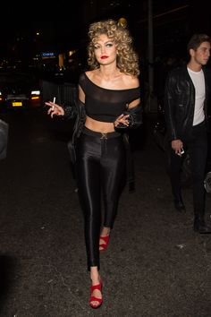 Gigi Hadid wears shiny leggings and crop top after Sandy costume Halloween Costumes – Sandy from Grease – Halloween party Disfarces Halloween, Grease Halloween Costumes, Halloween Inspo, Couple Halloween, Halloween Outfits, Grease Couple Costumes, Girl Halloween Costumes College, Celebrity Halloween Costumes, Halloween Leggings