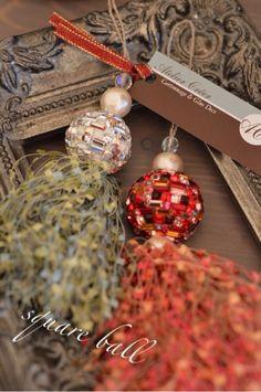 スクエアボール Ribbon Bows, Ribbons, Saree Tassels, Diy Tassel, Passementerie, Pebble Art, Christmas Bulbs, Charms, Jewelry Making