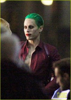 jared-leto-fights-kisses-margot-robbie-in-suicide-squad-shooting