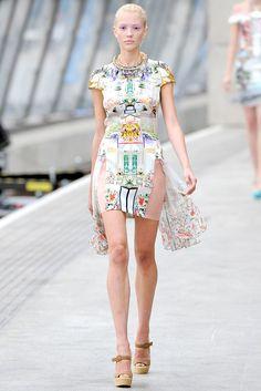 Mary Katrantzou Spring 2011 Ready-to-Wear Fashion Show - Hannah Hardy