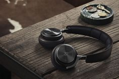 B&O h8 with bluetooth 4.0, aptx and gesture controls for volume, track change on the earcups!