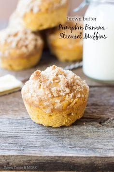 Brown Butter Pumpkin Banana Streusel Muffins from @sweettreatsmore #muffins #banana #pumpkin