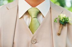 light-colored suit, bout w/rope combo  from: sytlemepretty.com @Kimberly Nelson @ Bloomwoods Flowers