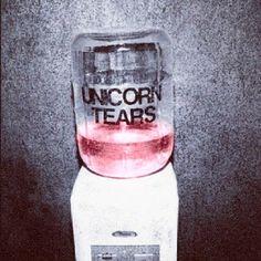 Unicorn tears! ay WOW puedes aplicarla para el baby shower chaavas! paara el after jajajajaja @Cecilia Farfán @Adriana Arjona
