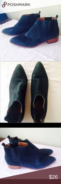 Gap🌾🌿Chelsea bootie Low heel bootie, matte black. Wood block heel. Very good condition. GAP Shoes Ankle Boots & Booties