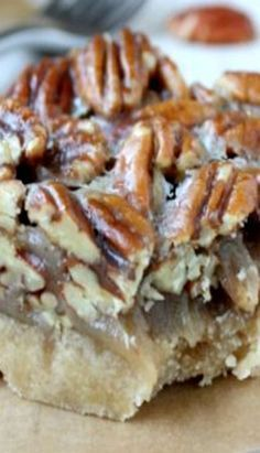 Pecan Shortbread Bars Recipe Pecan Shortbread Bars – I may have to make these and give them out as Christmas cookies this year! Köstliche Desserts, Delicious Desserts, Dessert Recipes, Bar Recipes, Pecan Recipes, Plated Desserts, Pecan Bars, Brownie Recipes, Cookie Recipes