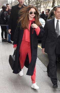 Selena Gomez   Arriving At Her Hotel In Paris (2016)