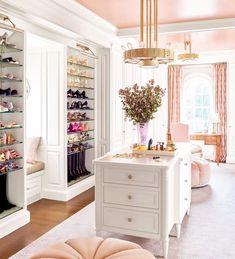 "All Things Pink & Pretty's Instagram profile post: ""WARDROBE MAGIC •making dreams a reality• 📷: @belleandbloom_"" Dressing Room Closet, Dressing Room Design, Dressing Rooms, Interior Architecture, Interior Design, Luxury Closet, Closet Designs, Elle Decor, New Room"
