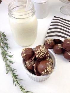 Pralinen mit Spekulatius und Walnüssen. Verfeinert wurden sie mit Schokolade.