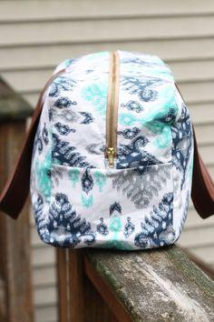 Zaaberry: Noodlehead's Cargo Duffle // Free Pattern Sewn by Me Duffle Bag Patterns, Bag Patterns To Sew, Sewing Patterns Free, Diy Duffle Bag, Leather Duffle Bag, Weekender Bags, Tote Bag, Bag Pattern Free, Wallet Pattern