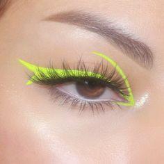 Image in Makeup 💄 collection by Zoé on We Heart It Edgy Makeup, Makeup Eye Looks, Eye Makeup Art, Eyeliner Looks, Colorful Eye Makeup, Kiss Makeup, Cute Makeup, Pretty Makeup, Eyeshadow Makeup