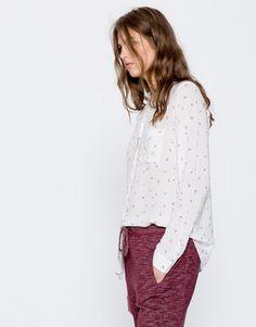 Рубашка с принтом и длинными рукавами - Блузы и рубашки - Одежда - Для Женщин - PULL&BEAR Российская Федерация