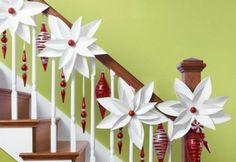 déco d'escalier avec fleurs artificielles