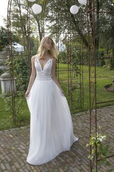 Wedding dresses in boho-chic style for your wedding! at Glamorous Bridal Greek Style Wedding Dress, Lace Wedding Dress, Wedding Dresses For Girls, Country Wedding Dresses, Bohemian Wedding Dresses, Tulle Wedding, Bridal Wedding Dresses, Wedding Bride, Rembo Styling