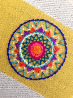 Mandala bordado - Can Tutorial and Ideas Embroidery Neck Designs, Hand Embroidery Videos, Hand Embroidery Tutorial, Embroidery On Clothes, Hand Work Embroidery, Creative Embroidery, Simple Embroidery, Hand Embroidery Stitches, Crewel Embroidery