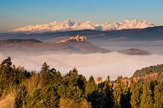 Tatras... you can see the Spiš Castle in the middle... (SLOVAKIA)