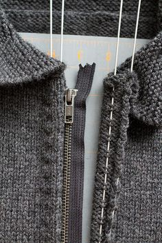 Sewing a zipper on a knitting Tutorial for Crochet, Knitting, Crafts. Sewing Hacks, Sewing Tutorials, Sewing Crafts, Sewing Tips, Zipper Crafts, Dress Tutorials, Fabric Crafts, Knitting Projects, Sewing Projects