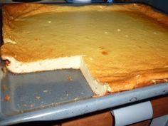Das perfekte Oma's Käsekuchen vom Blech-Rezept mit Bild und einfacher Schritt-für-Schritt-Anleitung: Quark, Sahne Zucker, Zitrone und Eier gut verrühren…