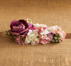 Este cinturón de flores de tela está llamado a ser el complemento ideal para las invitadas que, sin huir de la discreción quieran darle un plus a su look para una ocasión especial.