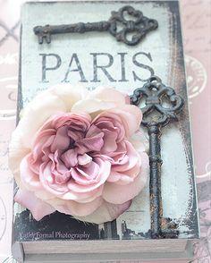 Paris Photography Romantic Paris Roses Keys Books by KathyFornal Shabby Chic Prints, Baños Shabby Chic, Shabby Chic Bedrooms, Stylish Bedroom, Shabby Chic Wall Decor, Paris Room Decor, Paris Rooms, Paris Theme, Paris Bathroom Decor