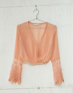 Top decote em V gola tule bordado - New - Bershka Portugal