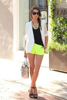I realize shorts season is nearly over, but this is a pretty darn cute look.