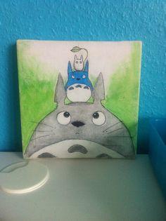 Ich habe Totoro auf die Leinwand gemalt und die Vorlage mitgepinnt