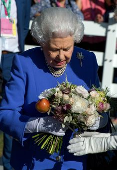 Queen Elizabeth II Photos Photos - Queen Elizabeth II visits the RHS Chelsea Flower Show press day at Royal Hospital Chelsea on May 22, 2017 in London, England. The prestigious Chelsea Flower Show, held annually since 1913 in the Royal Hospital Chelsea grounds, is open to the public from the 23rd to the 27th of May, 2017. - Members Of The Royal Family Visit The RHS Chelsea Flower Show