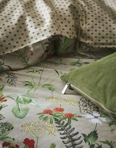 Iconic Women, Taupe Color, Graphic Patterns, Elegant, Duvet Cover Sets, Bedroom Decor, Plaid, House Design, Pure Products