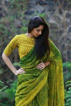 green blouse designs for saree,green blouse designs for saree dark,green blouse designs for saree light Saree Poses, Simple Sarees, Saree Photoshoot, Saree Trends, Stylish Sarees, Trendy Sarees, Saree Look, Elegant Saree, Casual Saree