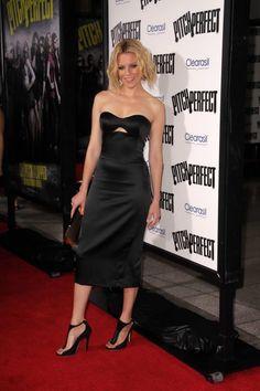 Elizabeth Banks Elizabeth Banks, Movie Halloween Costumes, White Bar, Strapless Dress Formal, Formal Dresses, Keep It Classy, Picture Sizes, Celebs, Celebrities
