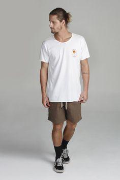 Surf Style Men, Surfer Style, Boy Fashion, Mens Fashion, Fashion Outfits, T Shirt Surf, Surfer Outfit, Surfer Boys, Mens Clothing Styles